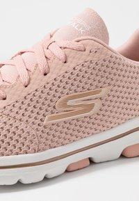 Skechers Performance - GO WALK 5 - Sportieve wandelschoenen - pink/gold - 5