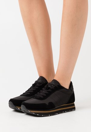 NORA III PLATEAU - Zapatillas - black