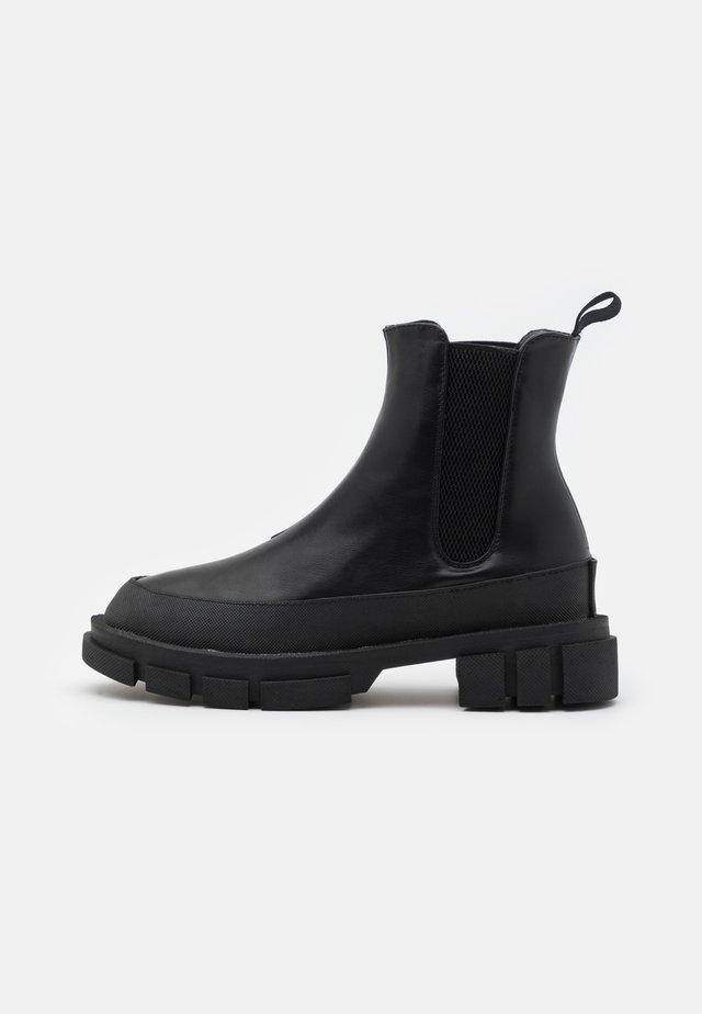 BOOTS - Botki na platformie - black