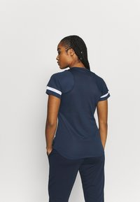 Nike Performance - T-shirt con stampa - obsidian/white - 2