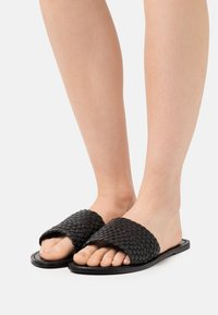 YAS - YASBRADY  - Pantofle - black - 0