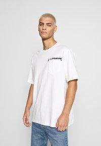 Lacoste LIVE - UNISEX - T-shirt basic - flour/black - 0
