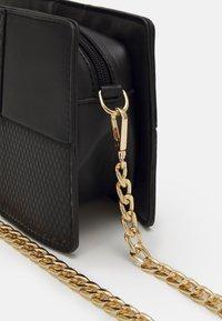 Pieces - PCDEMETER SHOULDER BAG  - Handbag - black/gold - 3