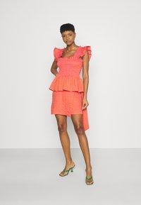 Never Fully Dressed - GINGHAM MINI JASPRE - Zavinovací sukně - orange - 1