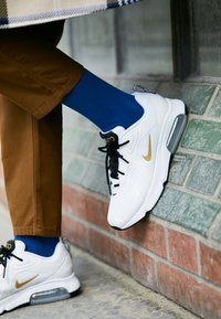 Nike Sportswear - AIR MAX 200 - Sneakersy niskie - white/metallic gold/black/metallic silver - 0
