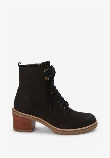 SIGNATURE  - Šněrovací kotníkové boty - black