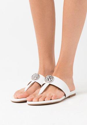 CUCHI - Sandály s odděleným palcem - white