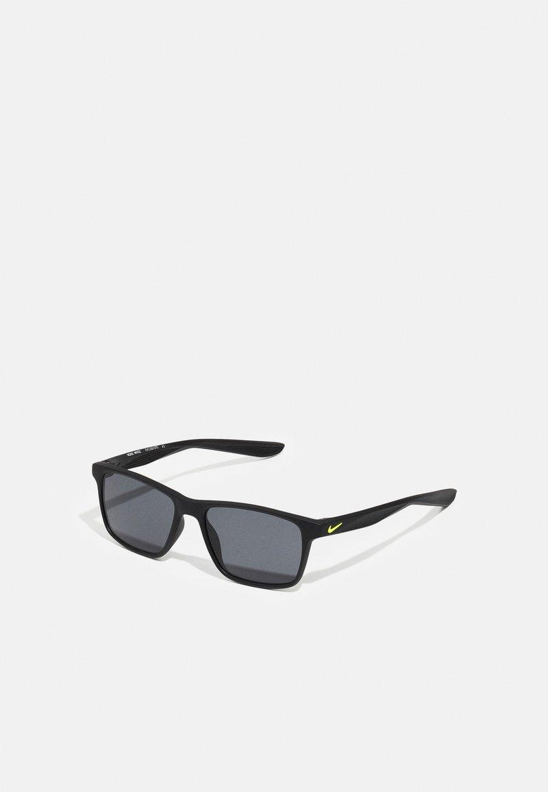 Nike Sportswear - WHIZ UNISEX - Sunglasses - matte black/volt/dark grey