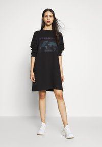 Missguided Tall - TALL EXCLUSIVE SLOGAN DRESS - Day dress - black - 1