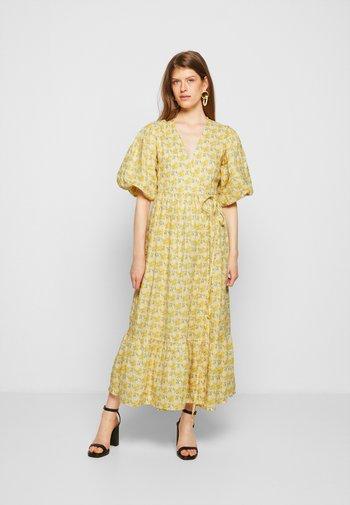 THULLA WRAP MIDI DRESS - Denní šaty - dahlee/yellow