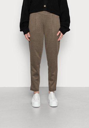 MANSE - Spodnie materiałowe - caribou