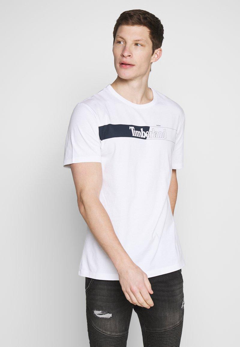 Timberland - KENNEBEC RIVER HORIZONTAL GRAPHIC TEE - Print T-shirt - white