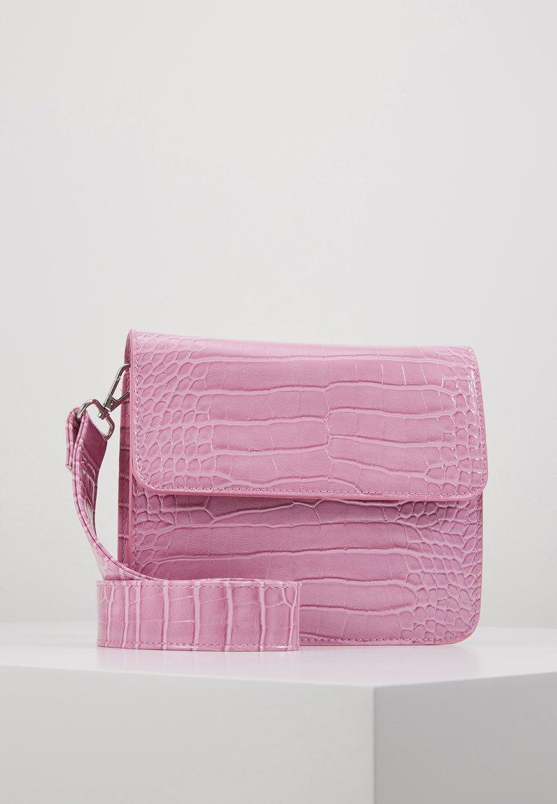 HVISK - CAYMAN SHINY STRAP BAG - Across body bag - pastel purple
