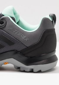adidas Performance - TERREX AX3 - Obuwie hikingowe - grey five/clear black/clear mint - 5
