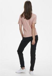 Cream - Print T-shirt - rose dawn - 3