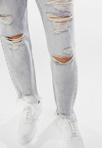 Bershka - Relaxed fit jeans - grey - 3