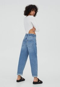 PULL&BEAR - Relaxed fit jeans - mottled blue - 2