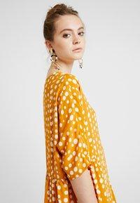 Monki - RINA DRESS - Košilové šaty - yellow dark - 5