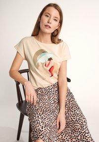 comma - Print T-shirt - shell placed print woman - 5