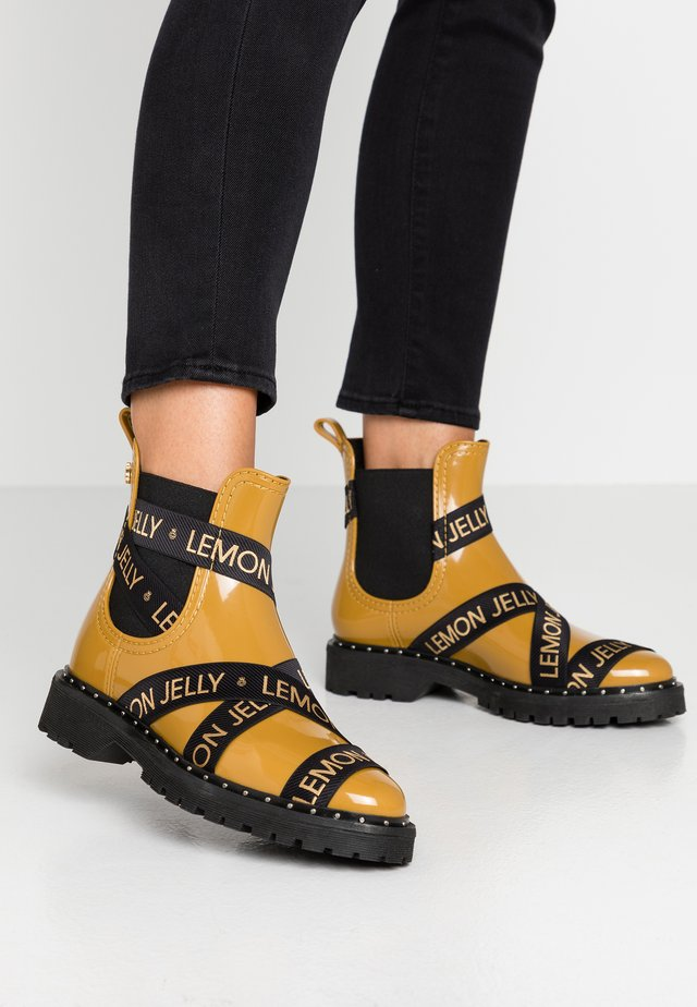 FRANKIE - Wellies - rusted gold