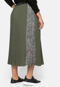 Sheego - A-line skirt - dunkelkhaki - 2