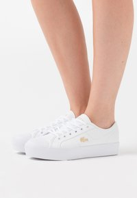 Lacoste - ZIANE PLUS GRAND  - Trainers - white/gold - 0
