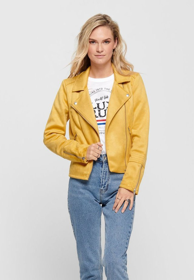 ONLGERRY  - Faux leather jacket - golden apricot