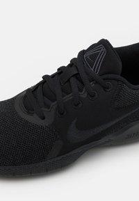 Nike Performance - FLEX EXPERIENCE - Scarpe running neutre - black/dark smoke grey - 5