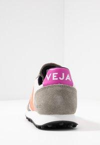 Veja - RIOBRANCO - Trainers - gravel orange/fluo ultraviolet - 5
