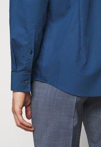 HUGO - KASON - Kostymskjorta - dark blue - 6
