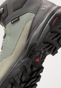 Salomon - OUTWARD GTX - Hiking shoes - shadow/magnet/spruce stone - 5