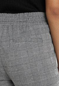ICHI - KATE CHECK - Trousers - black - 5
