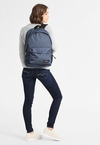 Eastpak - OUT OF OFFICE - Rucksack - double denim - 0