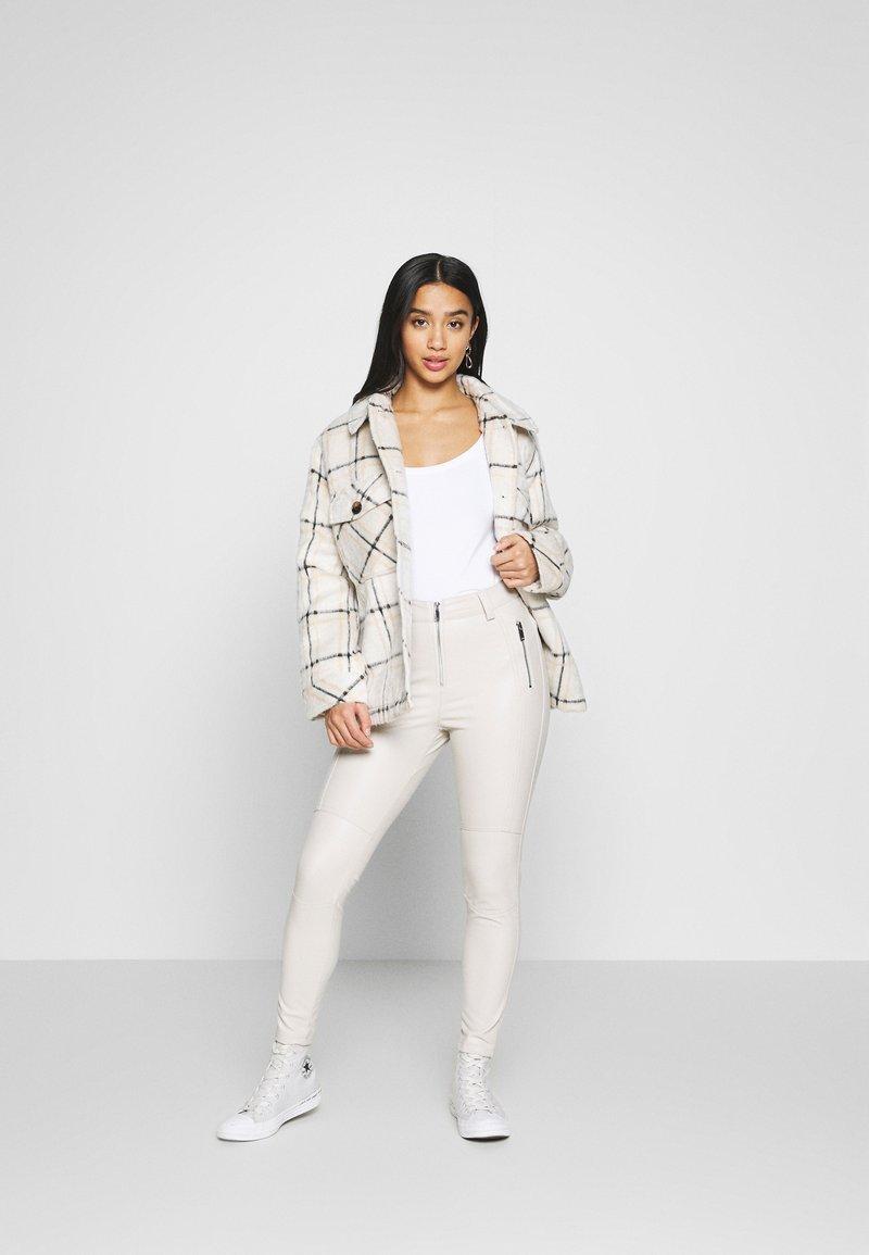Anna Field Petite - 3 PACK - T-shirt basic - white/black/dark grey