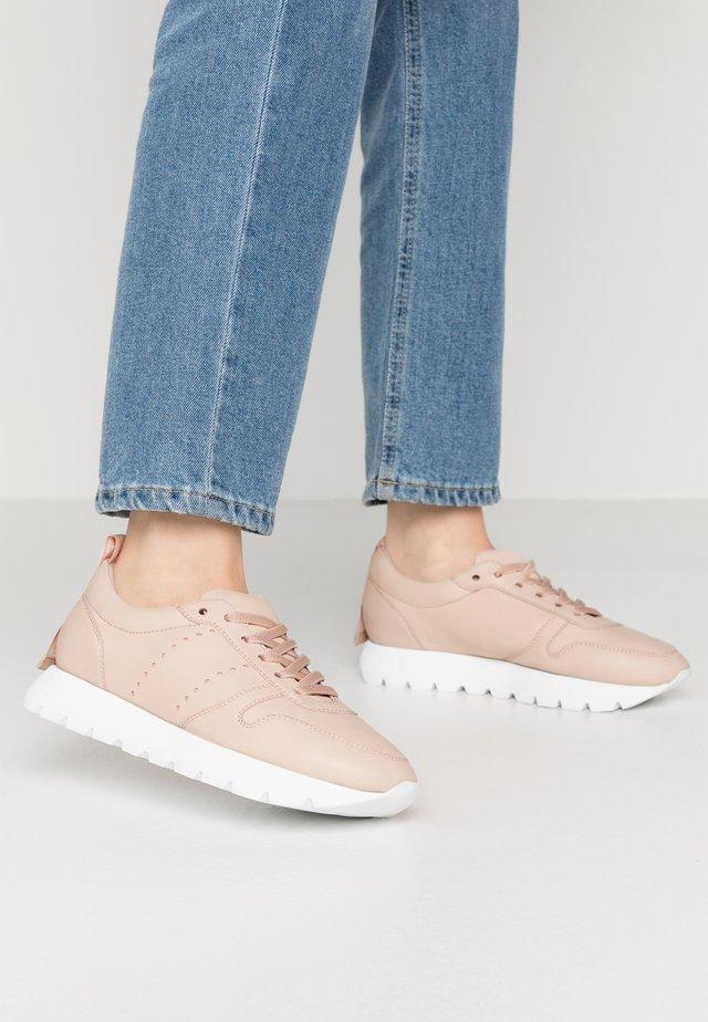 Sneakersy niskie - crema/weiß