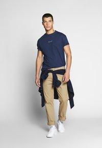 Nominal - REAL TEE - T-shirt - bas - navy - 1