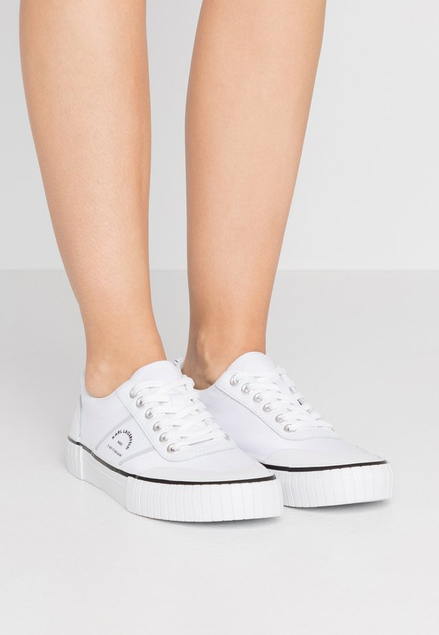 KAMPUS MAISON KARL LACE - Trainers - white