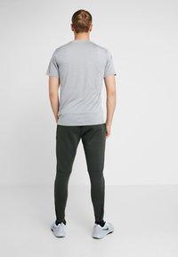 Nike Performance - PANT - Træningsbukser - sequoia - 2