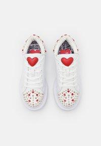 Love Moschino - Sneakersy niskie - bianco - 4