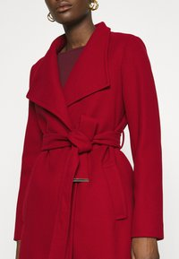 Dorothy Perkins - FUNNEL COLLAR GLOSSY COAT - Classic coat - red - 5