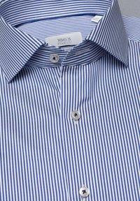 Eterna - SLIM FIT - Formal shirt - blau/weiß - 5