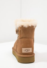 UGG - BAILEY - Botki - chestnut - 4