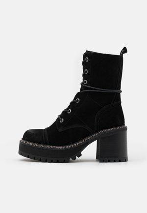 JORDAN - Platform-nilkkurit - black