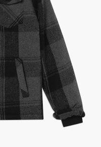 Cars Jeans - KIDS WOODALL - Winter jacket - grey - 2