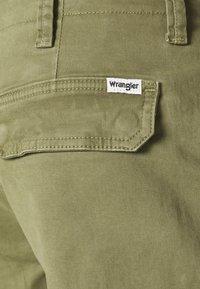 Wrangler - CASEY - Shorts - lone tree green - 6