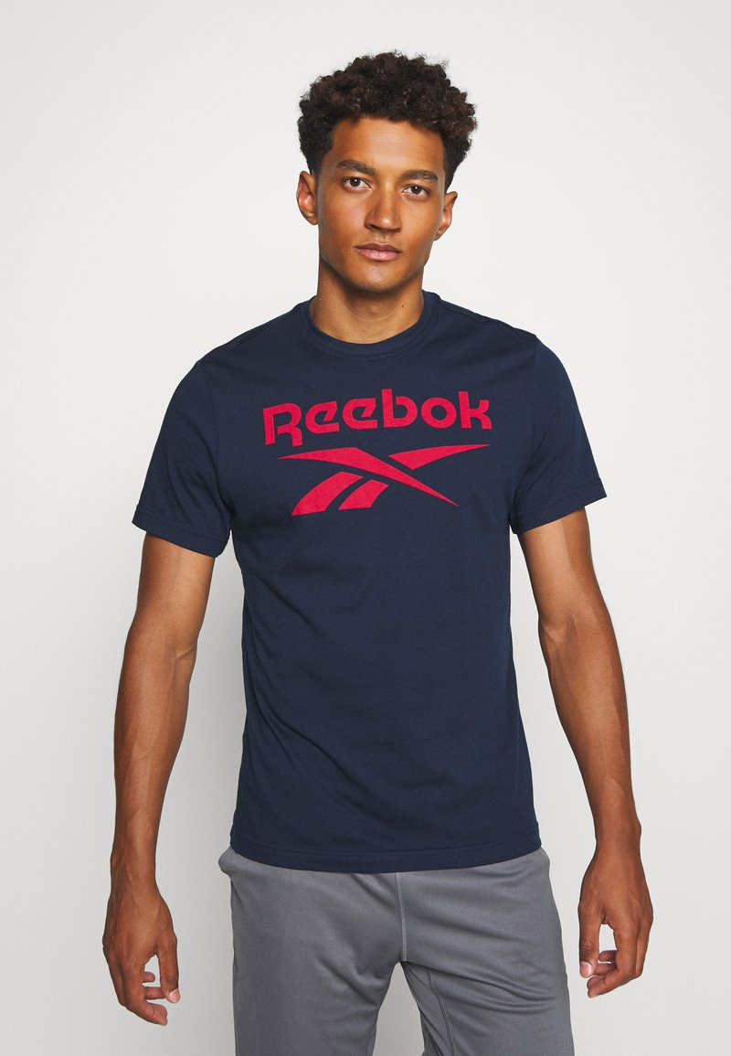 Reebok - STACKED TEE - T-shirt imprimé - motred/excred