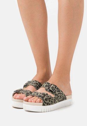 TULIP - Pantofle - army