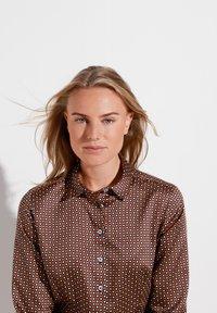 Eterna - MODERN CLASSIC SLIM FIT - Button-down blouse - braun - 2