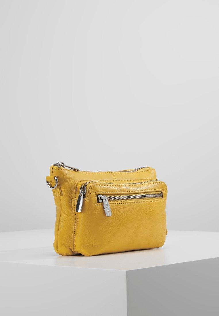 FASHION FAVORITES SMALL BAG Axelremsväska yellow