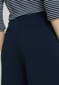 TOM TAILOR - LOOSE FIT - Chinos - sky captain blue - 5